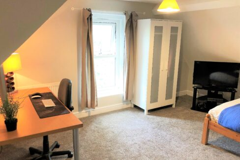 Room 4 - Picture 2