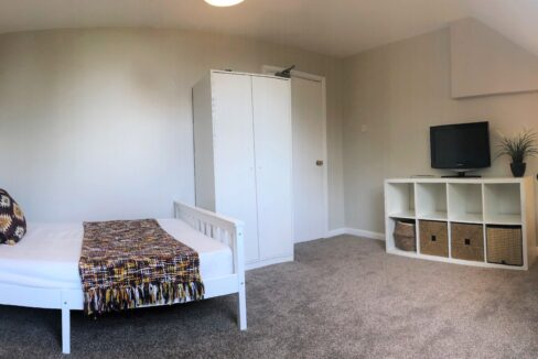 Room 5 - Picture 3